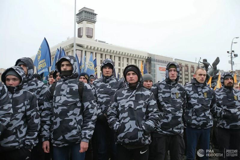 Участники акции националистов в Киеве.