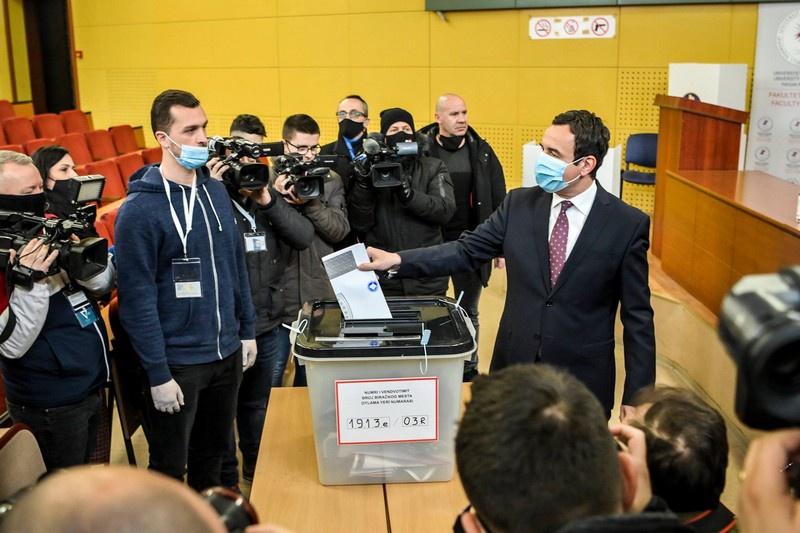 На досрочных парламентских выборах в Косово победу одержало ультраправое движение «Самоопределение» Альбина Курти.