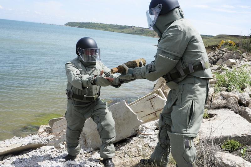 Перед началом строительства Крымского моста было найдено и обезврежено более двухсот боеприпасов различного калибра.