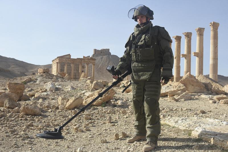 В архитектурно-исторической части Сирийской Пальмиры специалисты МПЦ ВС РФ очистили от мин 825 гектаров территории.
