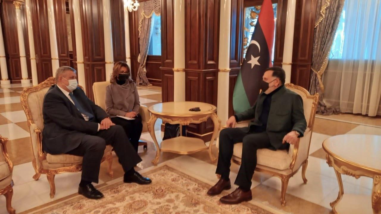 Фаиз Сарадж на встрече с спецпосланником генсека ООН по Ливии Яном Кубишем в Триполи.