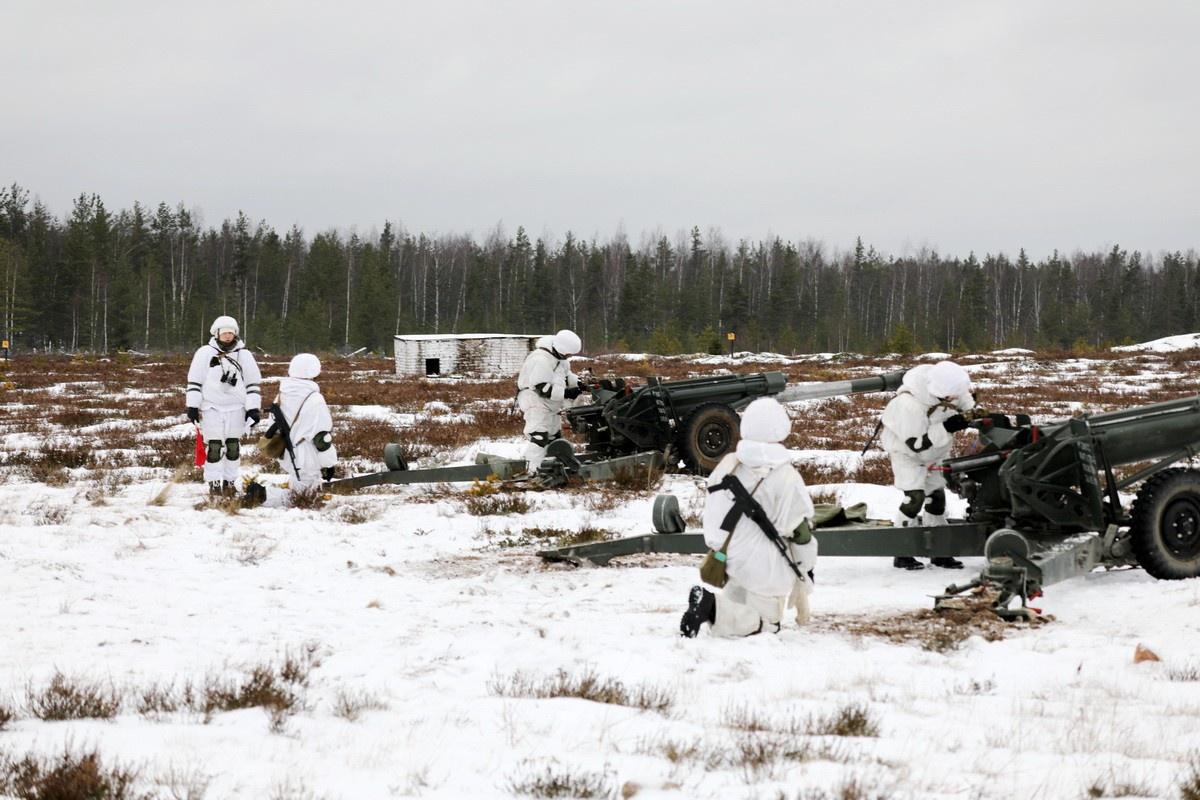 Командующий войсками ЗВО Александр Журавлёв оценил действия личного состава мотострелкового полка в учебном бою на полигоне Алабино.