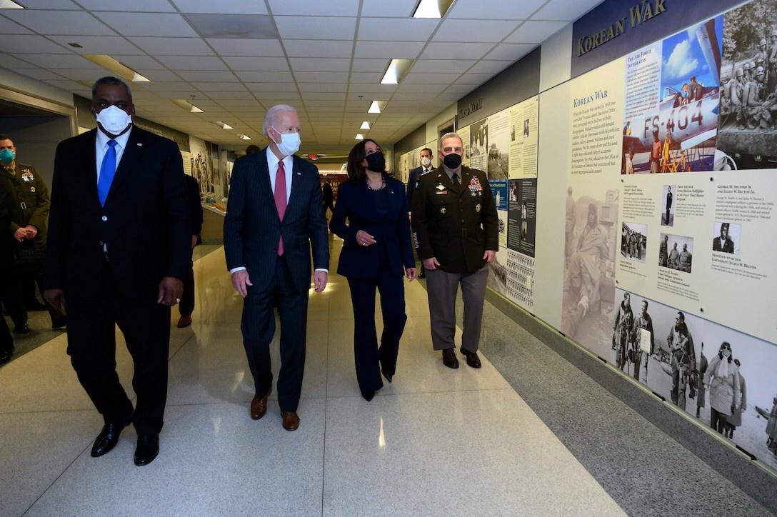 «Чёрный рыцарь» - глава Пентагона Ллойд Остин и Джо Байден.