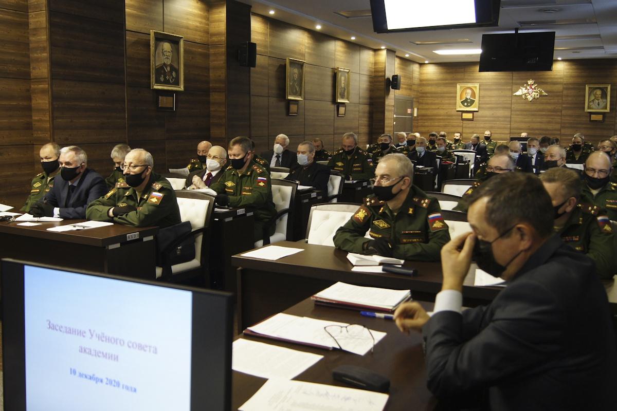 Количество учёных, проходящих военную службу иработающих ввузе, составляет 254 человека.