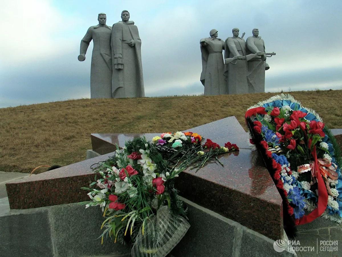 Мемориал «Героям-панфиловцам» у разъезда Дубосеково.