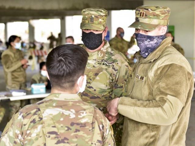 Военачальники выступают за вакцину, проводят воспитательные, командные мероприятия, стучат на своих подчинённых.