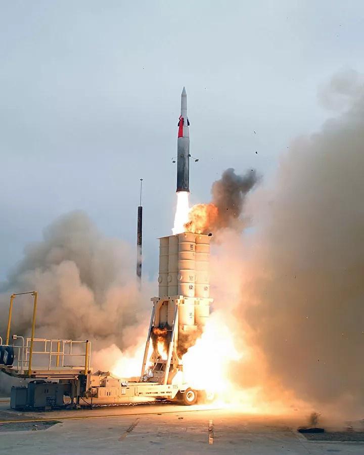 Комплекс «Хец-2» предназначен для перехвата баллистических ракет с дальностью полёта до 3.000 км.