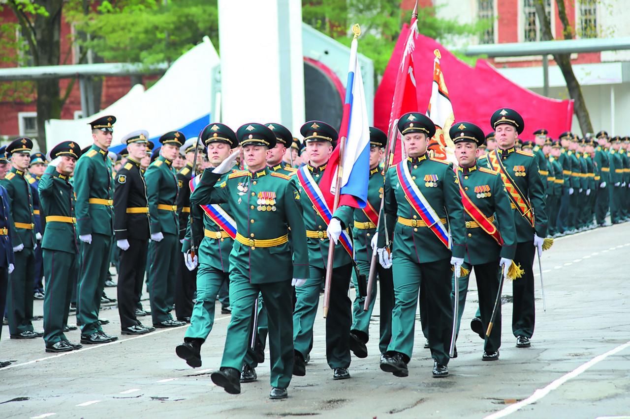 Выпускники РВСН желанны ивостребованы ввойсках, они легко входят встрой боевых частей иподразделений.