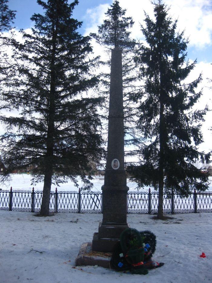 Обелиск на месте казни Зои Космодемьянской.