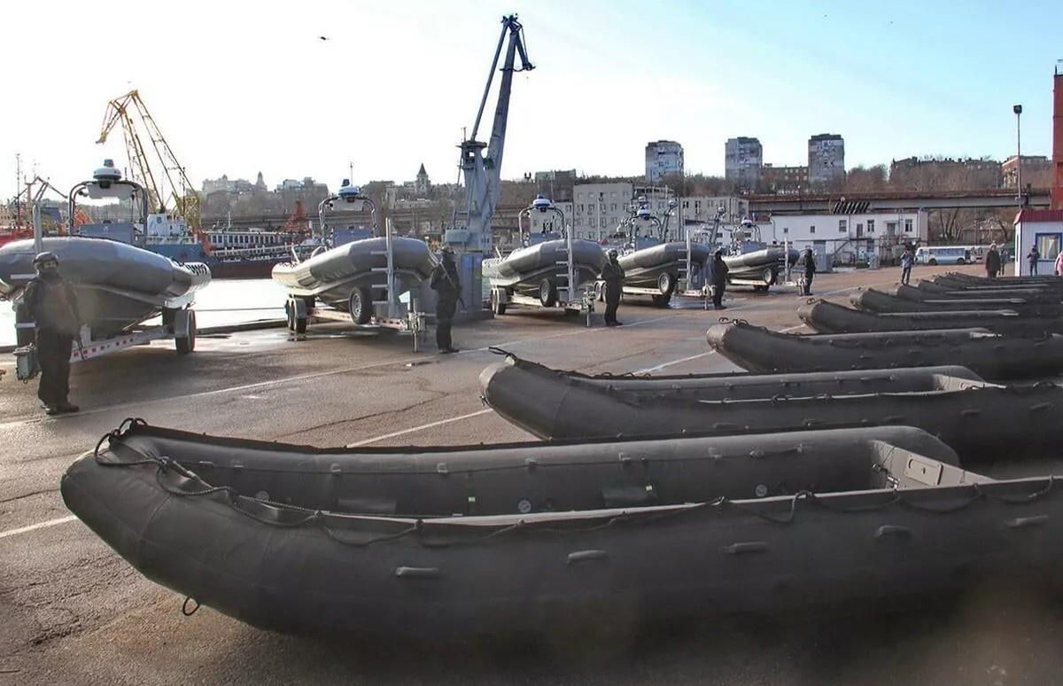 ВМС США пожаловали с барского плеча украинским коллегам надувные лодки, которые на гражданке обычно используют для рыбной ловли.