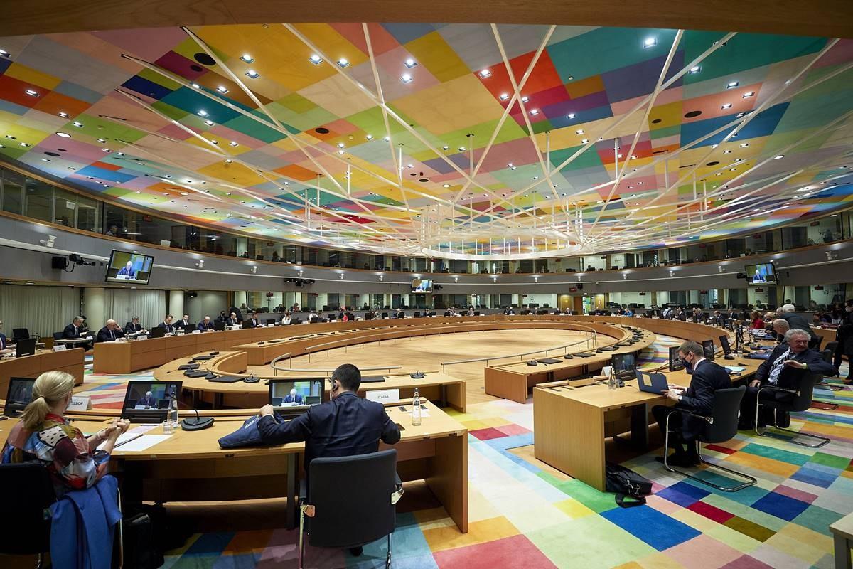 Главная интрига нынешнего саммита состояла в том, решатся ли европейские представители последовать предложению Борреля о применении доселе не практиковавшегося формата «глобальных санкций».