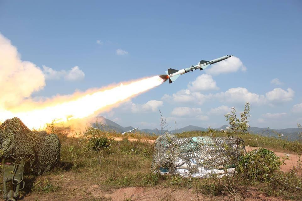 В 1962 г. СССР предоставил просоветскому режиму Сукарно в Индонезии зенитные ракетные комплексы СА-75 «Двина».