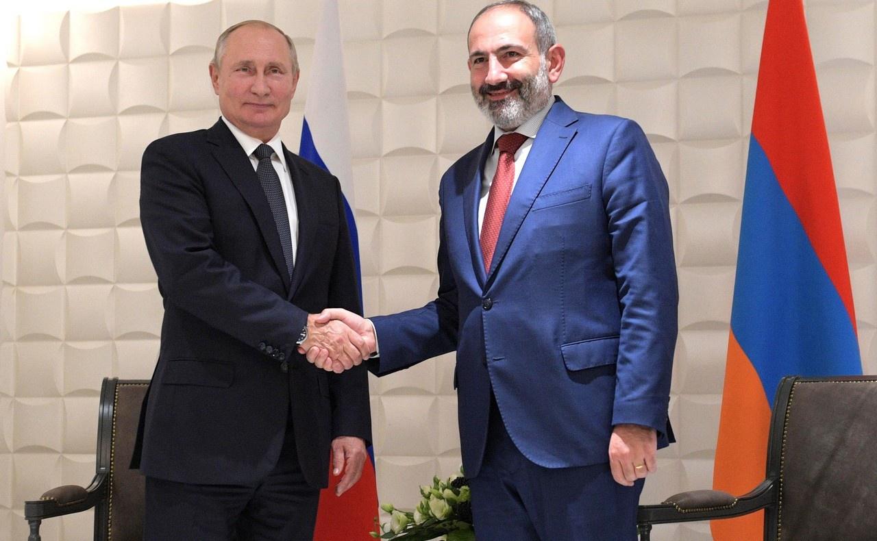 Современному руководству в Ереване нужно перестать сидеть на двух стульях и, наконец, понять, что только Россия заинтересована в сохранении свободной и самостоятельной Армении.