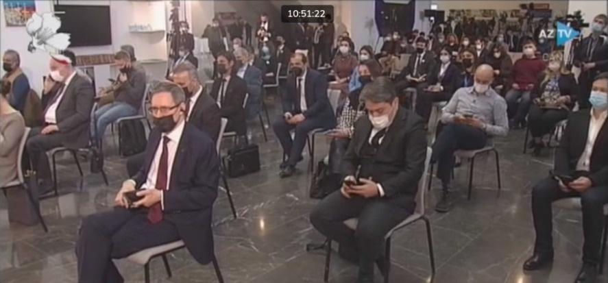 Журналисты на пресс-конференции президента Азербайджана Ильхама Алиева 26 февраля 2021 г.