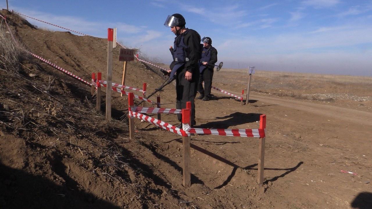 Группа МЧС России участвует в разминировании на территории Агдамского района.