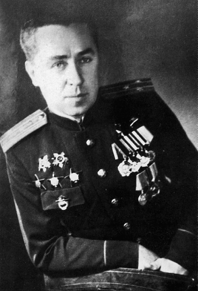 Полярный лётчик И. Мазурук.