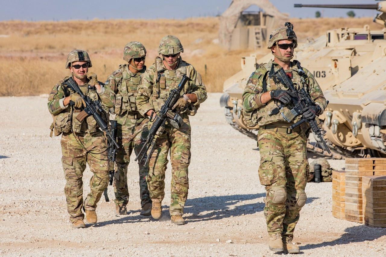 Максимум, что может позволить себе Америка сейчас - военно-силовое противостояние с Россией на периферии, например, в Сирии.