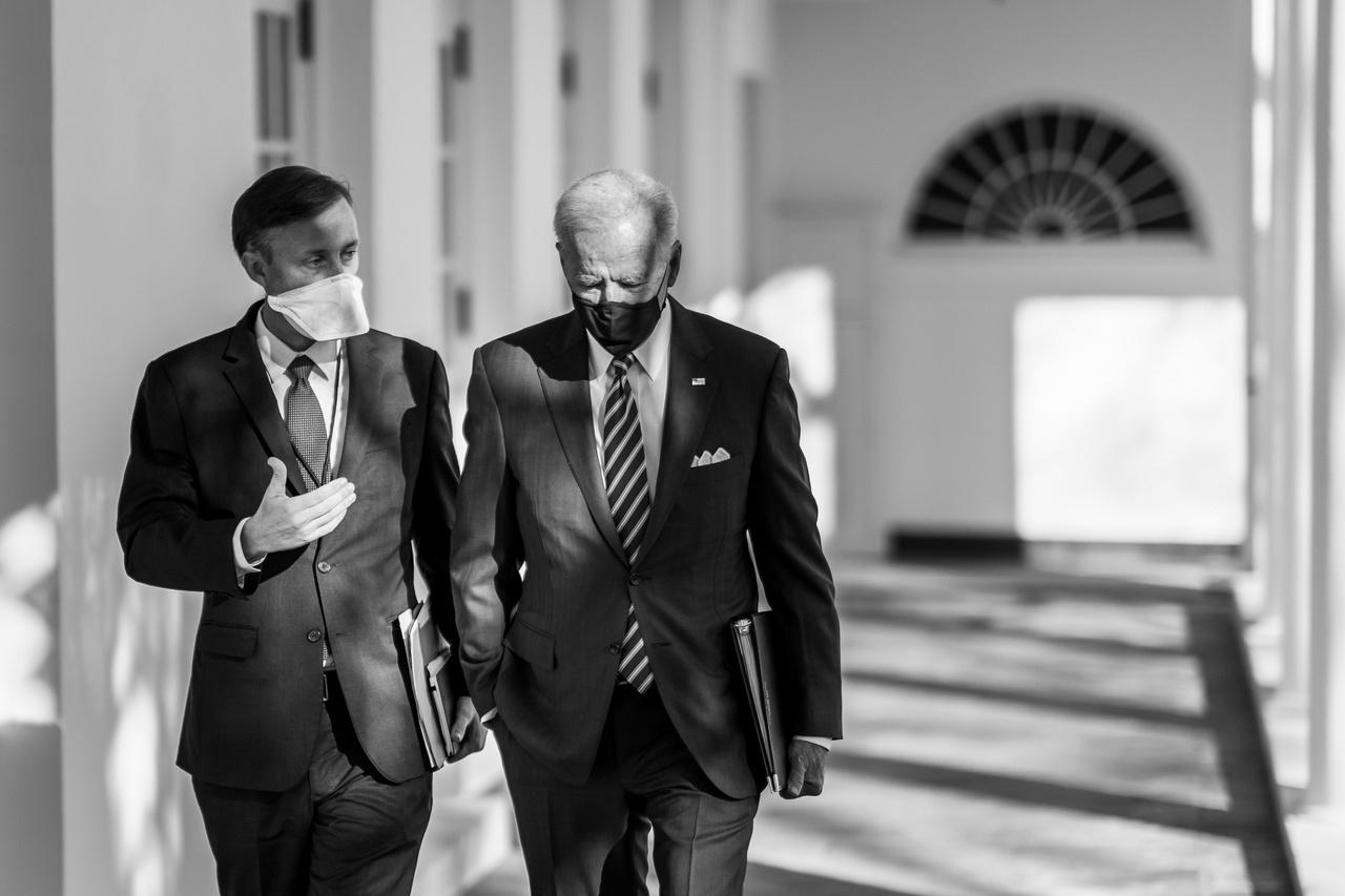 Советник президента США по национальной безопасности Джейк Салливан заявил о готовности к выходу в отношении России «за рамки чисто санкционной политики» и осуществления против неё «методов тайных операций».
