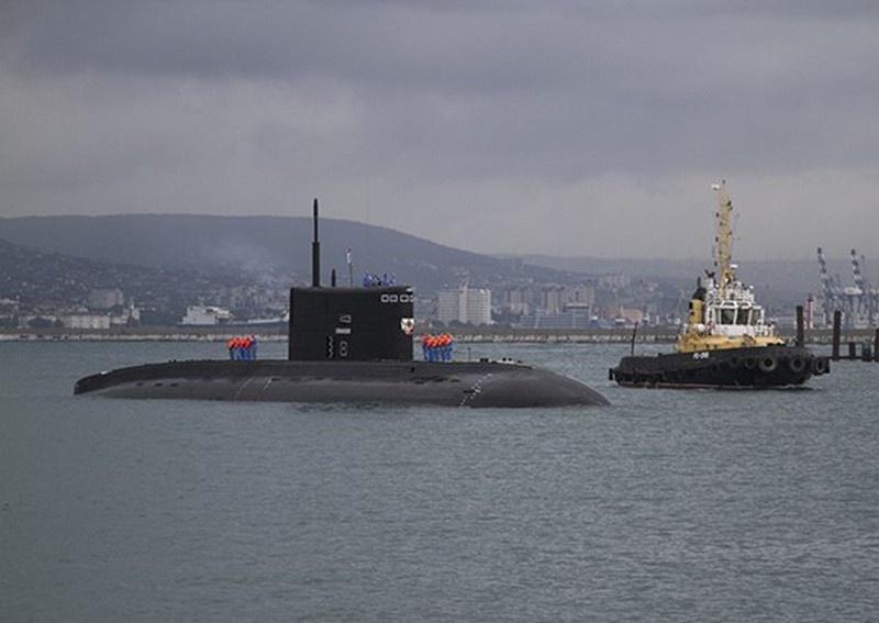 Б-262 «Старый Оскол» - российская дизель-электрическая подводная лодка проекта 636.3 «Варшавянка» - прибывает в Новороссийскую ВМБ.
