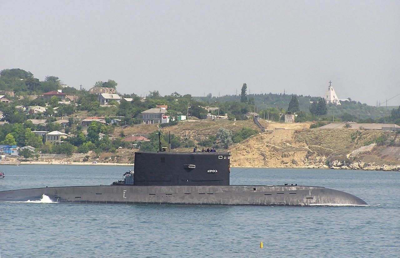 Особенностью одной из лодок серии, получившей в дальнейшем название «Алроса», стало применение водомётного движительного комплекса.
