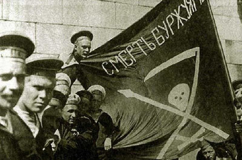 Моряки с линкора «Петропавловск» в 1917 году.
