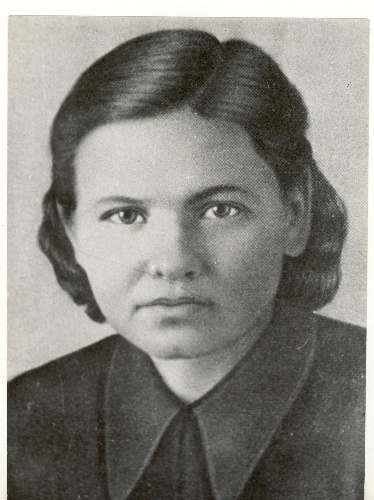 Е. Вологодская, радистка «майора Вихря» - Е. Березняка.