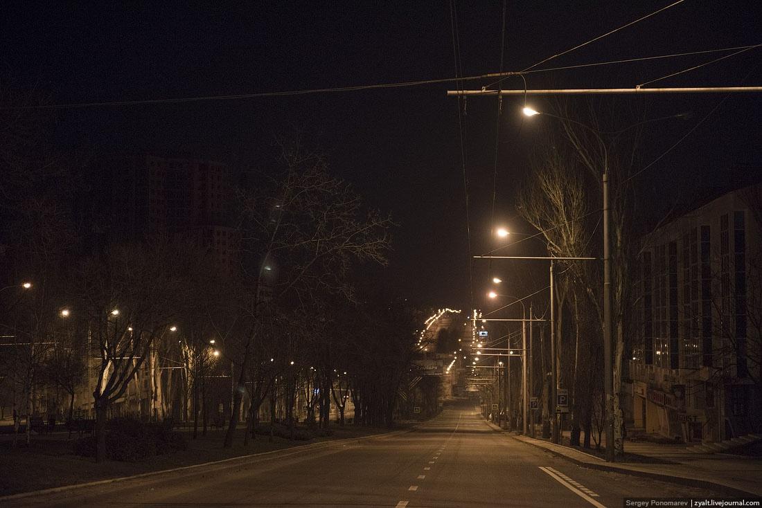 Пустой ночной Донецк. Февраль 2015 г.