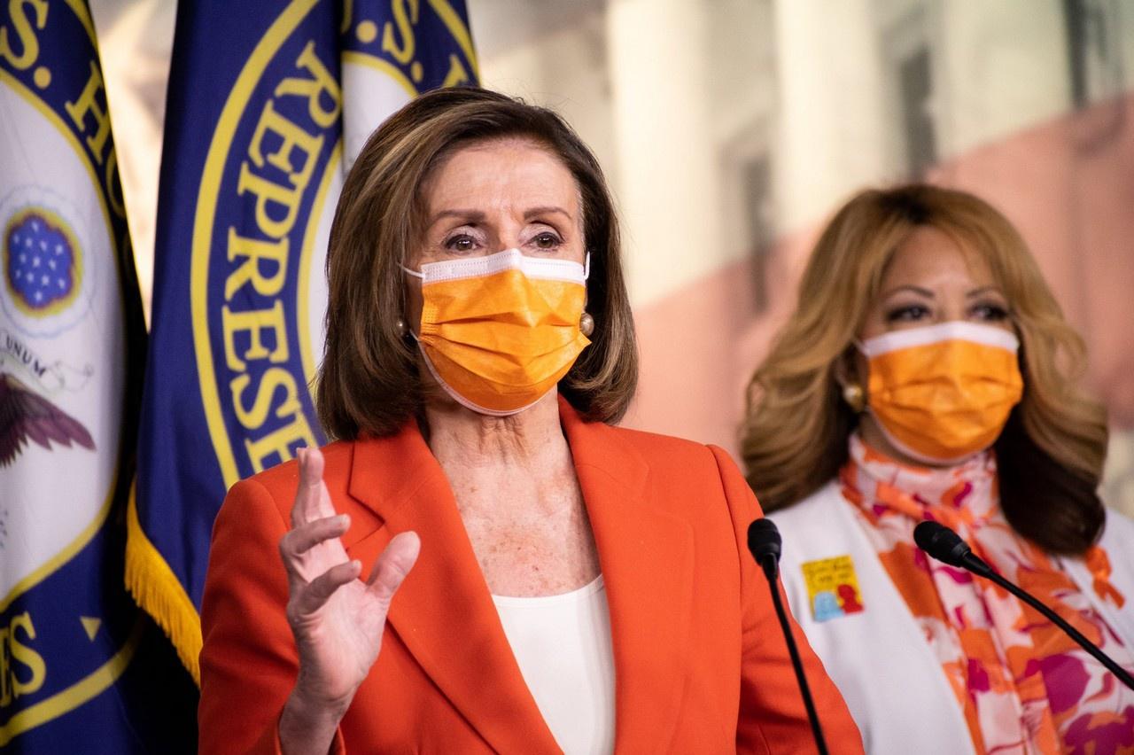 Ненси Пелоси предложила запретить вКонгрессе слова «мать», «отец», «дочь» и«сын».