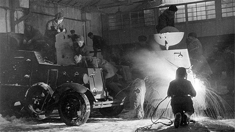 СССР активно помогал Варшаве в восстановлении разрушенной войной промышленности.