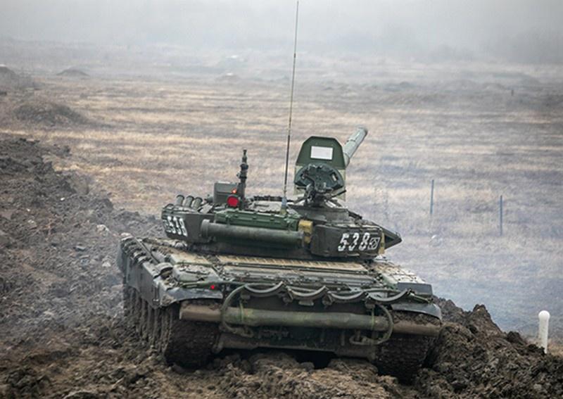 До автоматизма отработали приёмы «танковой карусели» на полигоне Кадамовский экипажи Т-72Б3 150-й мотострелковой дивизии Южного военного округа.