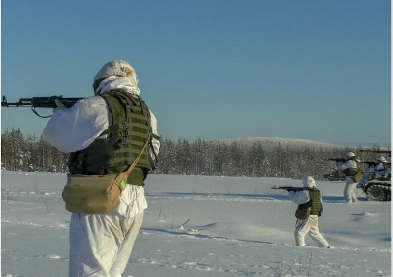 Арктические стрелки Северного флота на военном полигоне в районе посёлка Алакуртти в Мурманской области провели тренировку по захвату и уничтожению базы условного противника.