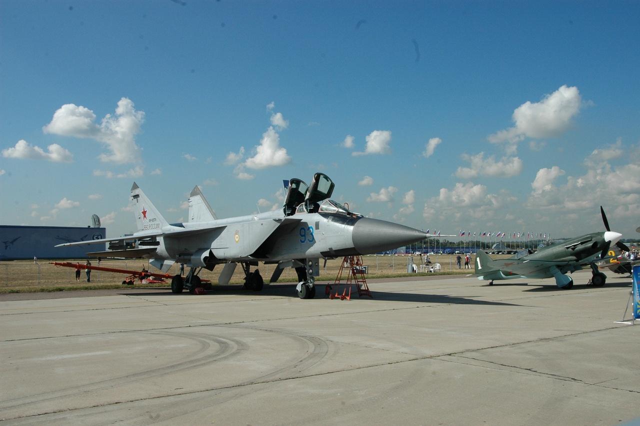 МиГ-31 и МиГ-3 на празднике столетия ВВС России. Аэродром «Раменское».