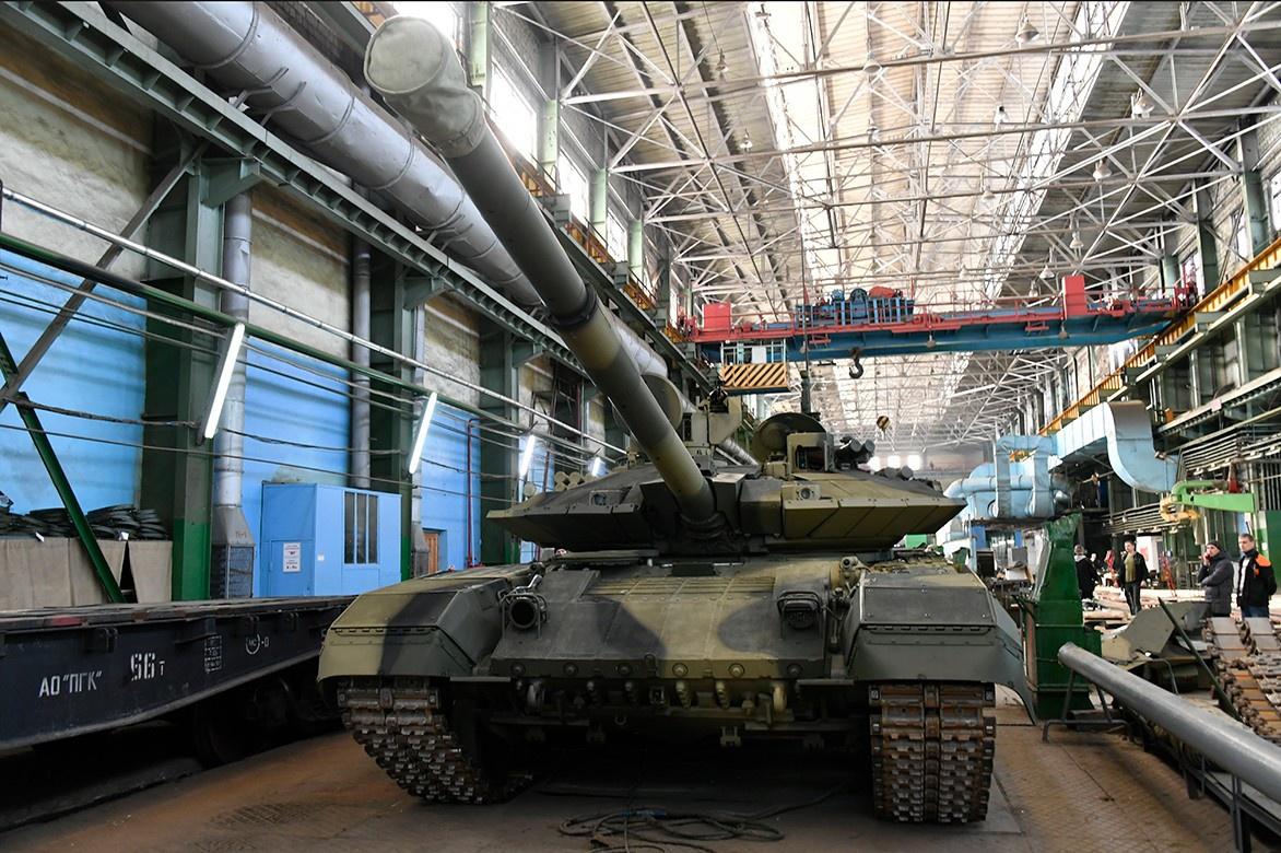 Уралвагонзавод отправил в войска партию танков Т-90М.