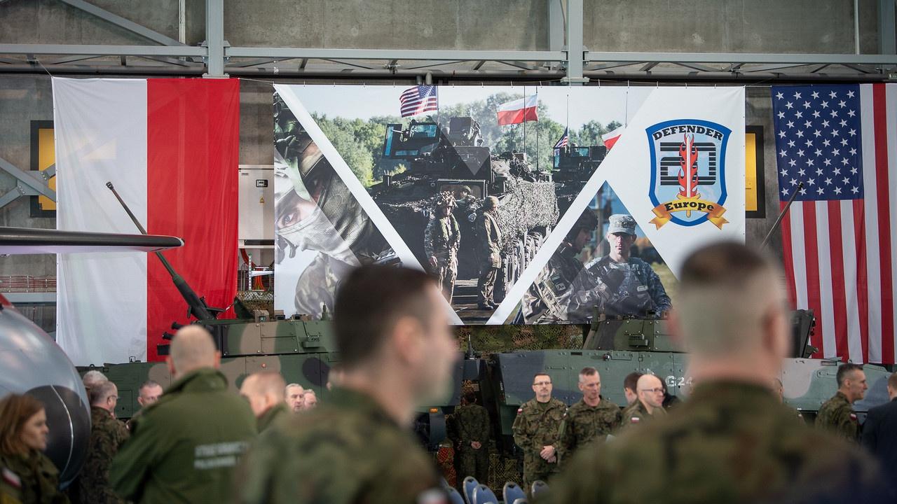 Европейские учения НАТО Defender 20, стартовавшие 29 февраля 2020 годав Польше, были остановлены из-за пандемии COVID-19.
