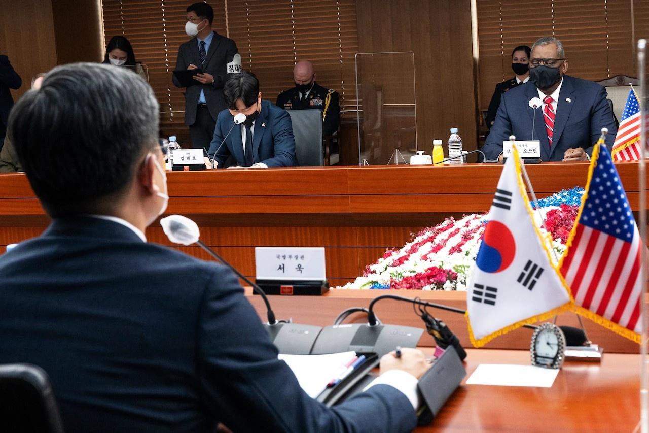 Прибыв 17 марта в Сеул, Энтони Блинкен и Ллойд Остин не стали терять времени и провели сразу же встречи с главой МИД Южной Кореи Чон Ы Ёном и министром обороны Со Уком.