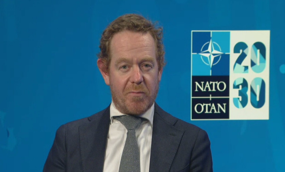 Помощник Генсека НАТО по возникающим угрозам безопасности Дэвид ван Вель признался, что «мы ещё не там», имея в виду возможности решать проблемы гиперзвуковых технологий.