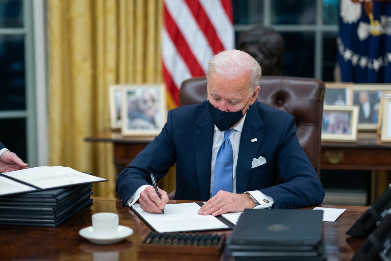 Байден вернул США в Парижское соглашение по климату сразу же, как присягнул на ступенях Капитолия.