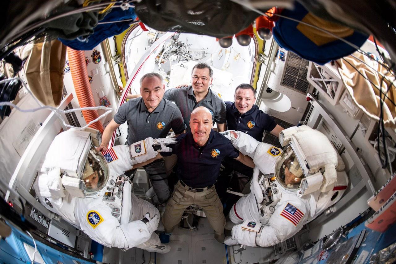 Международная космическая станция - совместный международный проект, в котором участвуют 14 стран.