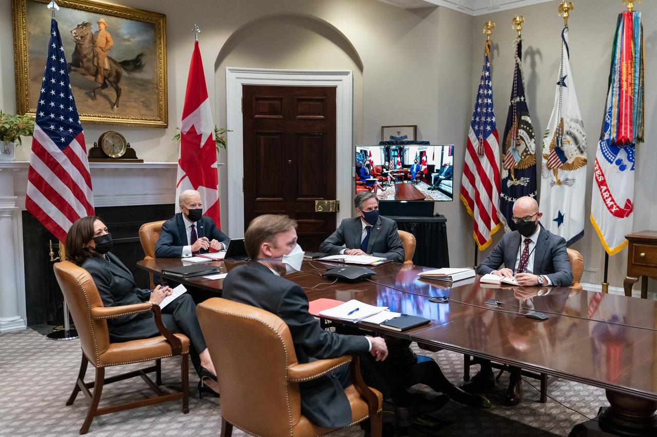 Виртуальная двусторонняя встреча президента Джо Байдена и вице-президента Камалы Харрис с премьер-министром Канады Джастином Трюдо. 23 февраля 2021 года.