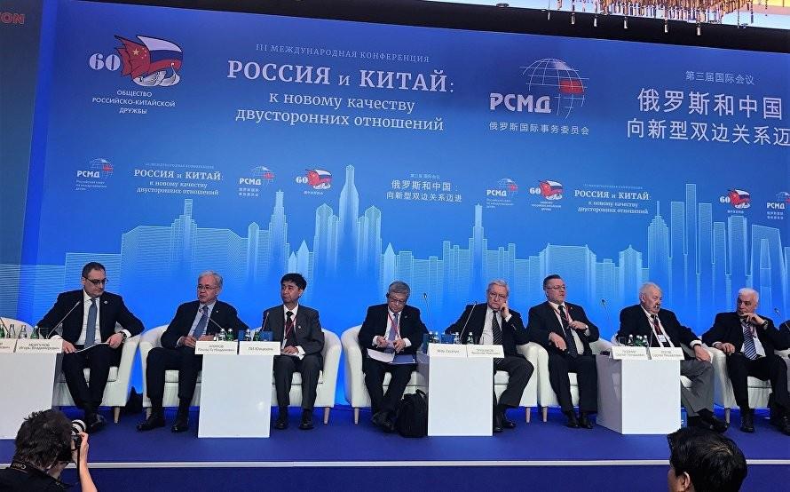 Москва и Пекин многие годы успешно взаимодействуют вразличных многосторонних форматах: вООН, ШОС, БРИКС, РИК, «Группе двадцати», АТЭС, ВАС.