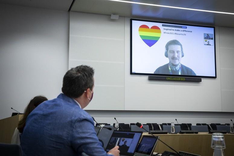 В НАТО накануне саммита министров иностранных дел стран альянса решили в онлайн-формате провести внутреннюю конференцию сотрудников, принадлежащих к ЛГБТ-сообществу.