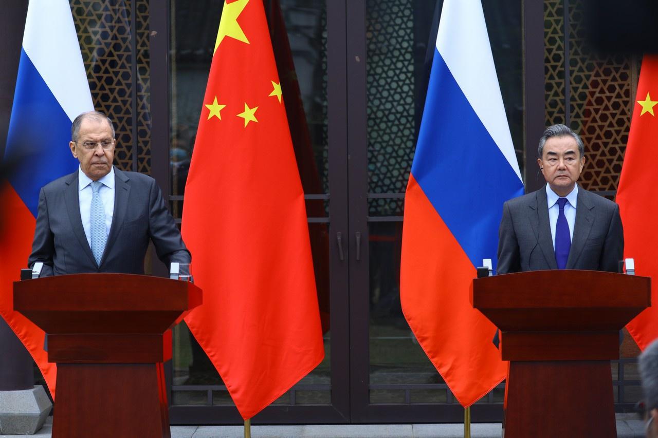 Министр иностранных дел Российской Федерации С.В. Лавров на совместной пресс-конференции с министром иностранных дел КНР Ван И, Гуйлинь, 23 марта 2021 года.