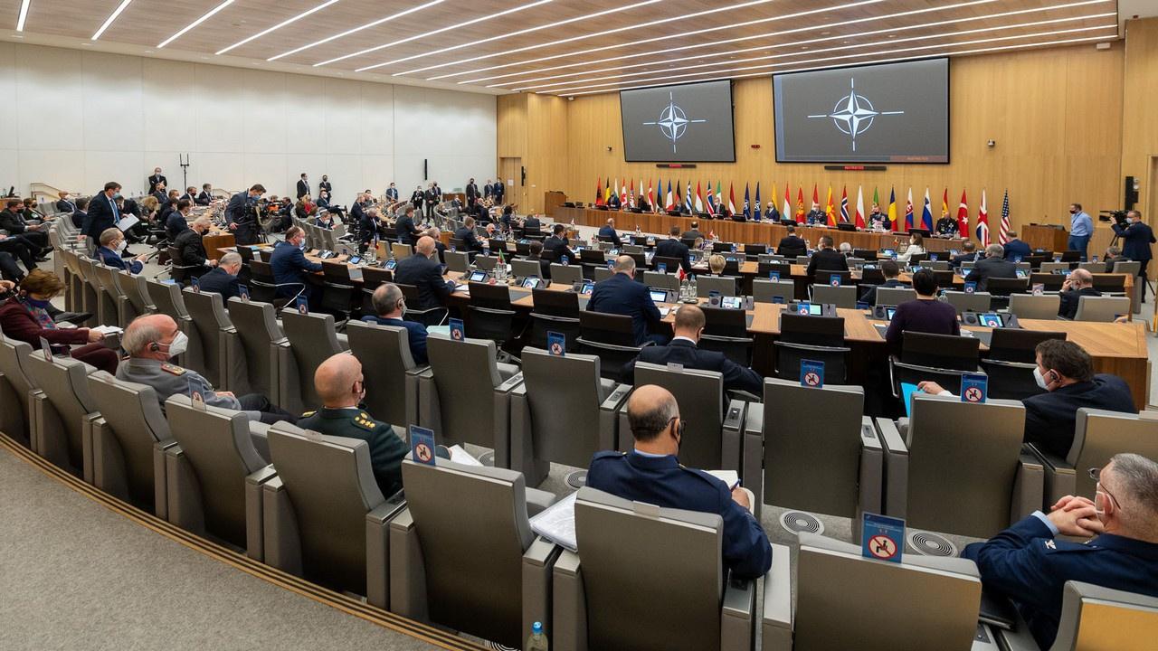 Теперь у НАТО три заклятых врага - Россия, Китай и климат