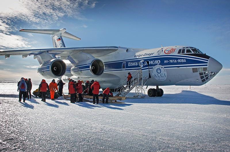 Ил-76ТД-90ВД в настоящее время выполняет рейсы в Антарктиду для снабжения полярных станций.