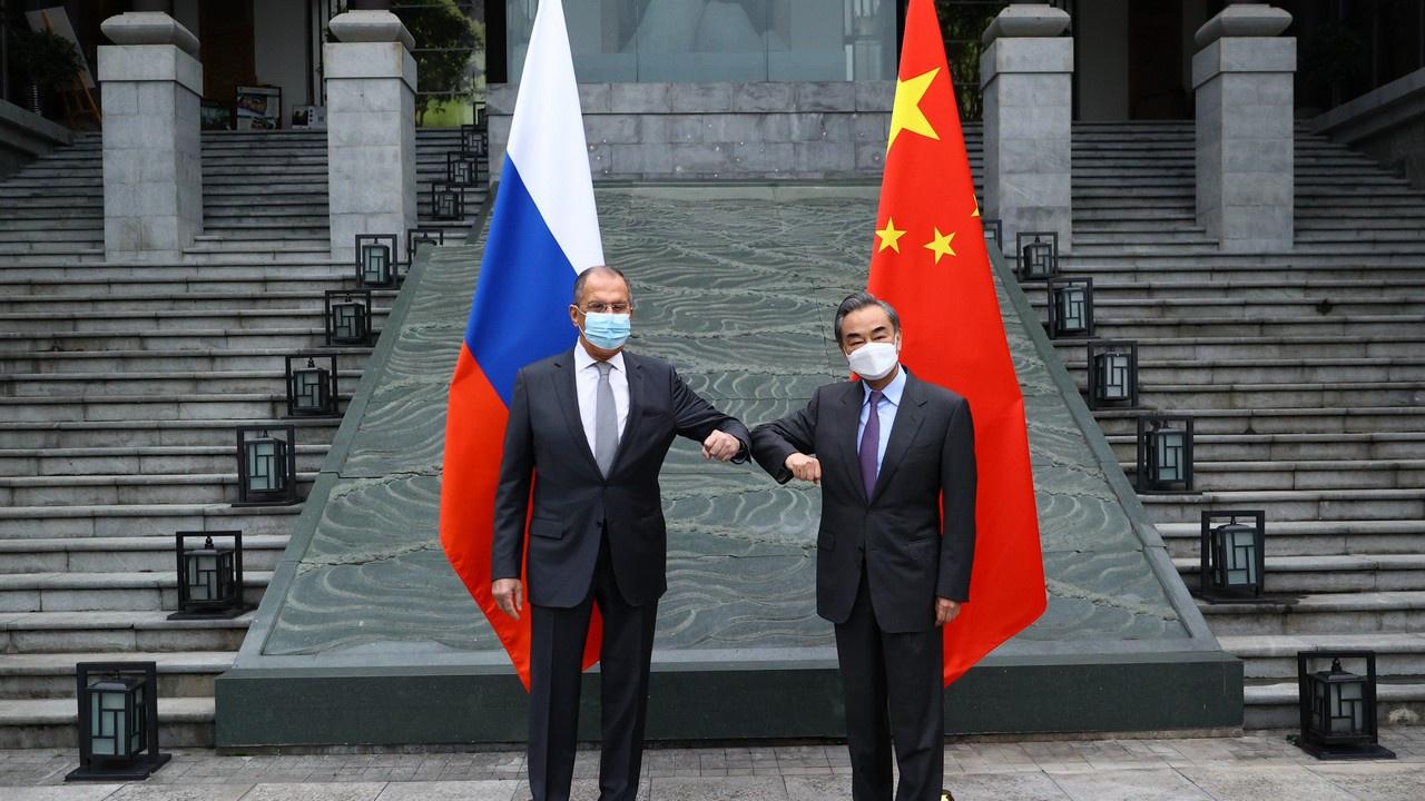 Россия в курсе ирано-китайских взаимоотношений, и эта тема обсуждалась во время недавнего визита Сергея Лаврова в Пекин.