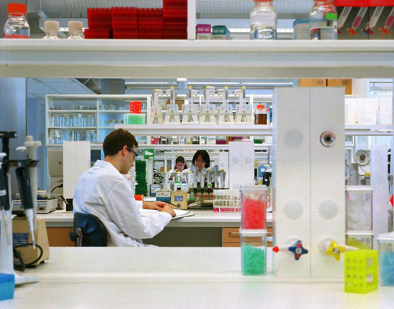 У AstraZeneca проблемы не только с вакциной, но и с попыткой фальсификации статистики результатов своих испытаний.
