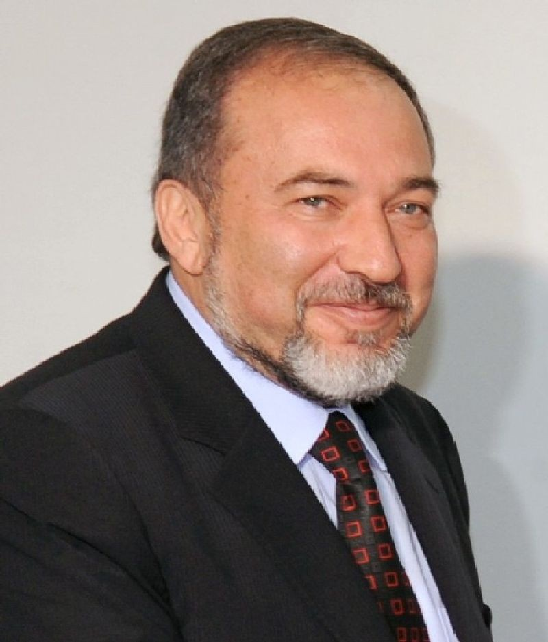 «Русская» партия Авигдора Либермана, выходца из Молдавии, не согласна сидеть с верующими евреями в одном правительстве.
