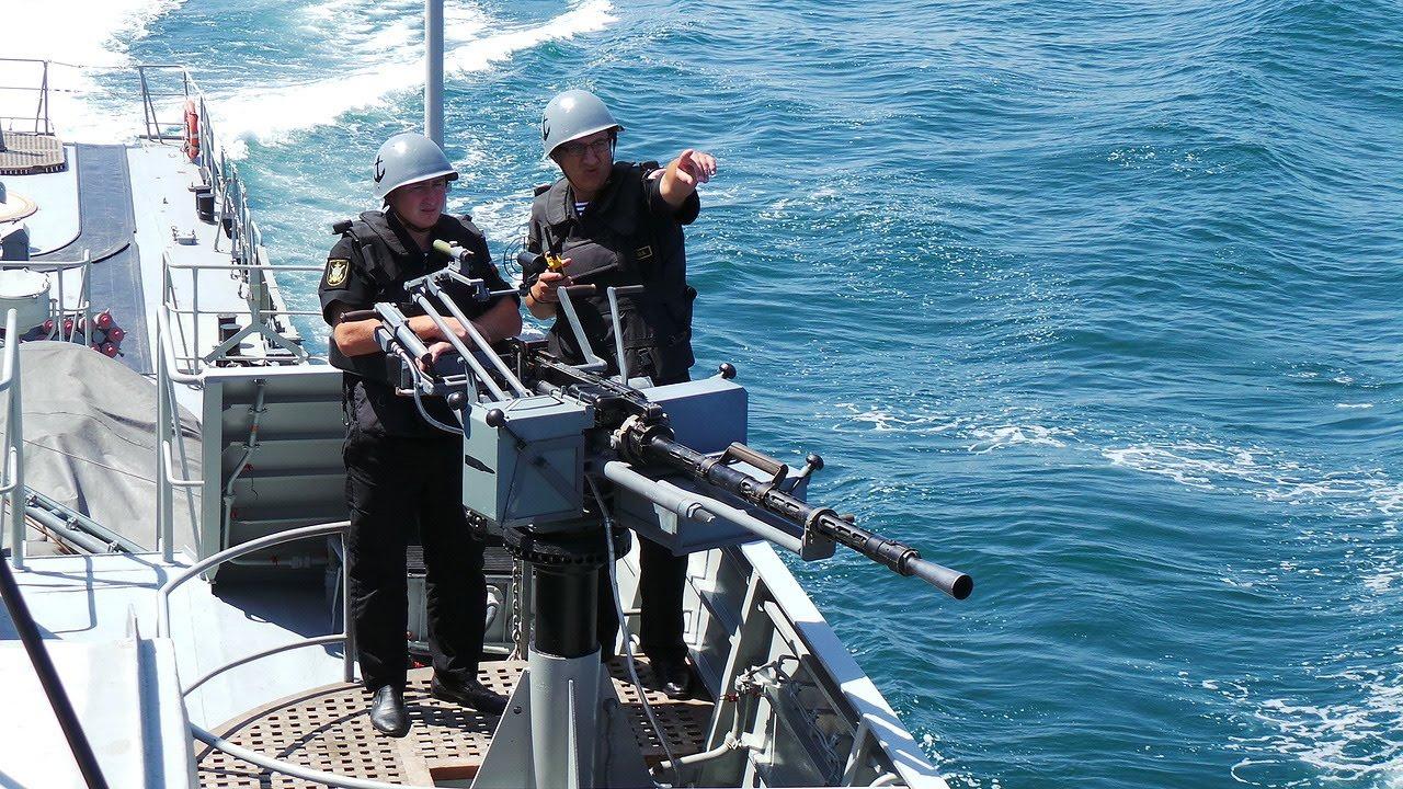 Корабельный расчёт готовится поразить «плавающую мину».