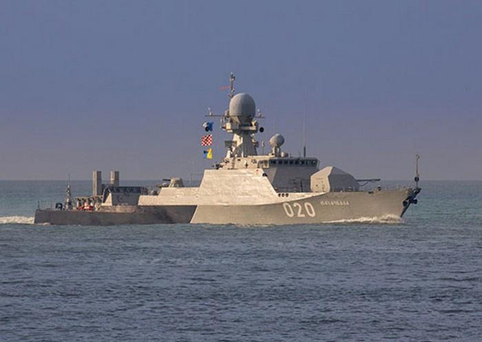 МАК «Махачкала» на очередном выходе в море.