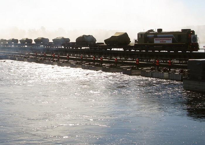 Железнодорожники ЮВО в ходе учения на Ставрополье восстановили более 300 м разрушенной дороги после налёта авиации условного противника.